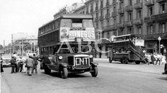 Barcelona. 25/07/1936. Los primeros autobuses que circularon con normalidad en Barcelona tras los incidentes de los días anteriores. El de l...