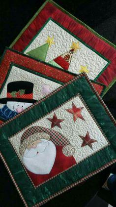 57 Trendy Sewing Christmas Placemats Mug Rugs - Patchwork Christmas Mug Rugs, Christmas Patchwork, Christmas Placemats, Christmas Applique, Primitive Christmas, Christmas Projects, Holiday Crafts, Christmas Table Mats, Christmas Sewing Patterns