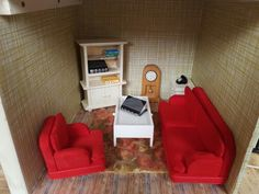 Changed the living room again.  The Lundby pink sofa was changed to a nice red by painting with red food colouring! Likewise the yellow rug they sent which I retrofied with food colouring
