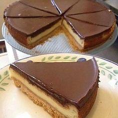 Like  @kaynar_tencere Tarif @dilekyazgann #cheesecake tarif;  1pak biskuvi petibor 3kasik tereyag 1pak labne(roomkaas) 1sb sut 1sb seker 2yumurta 1,5yk un 1yk nisasta 1pak sivi  krema 200gr bitter cikolata alt tabanina icin;bir paket biskuvi Robotda gecirilir.3kasik eritilmis tereyag ile karirtirilir yagli kagit serilmis kelepceli kaliba bastirarak yayilir.buzdalabinda 1saat bekletilir. orta kremasi icin ;1sb seker,1 pak labne peyniri ile1dak cirpma teliyle yavasca elde cirpilir...