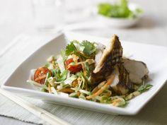 Salat mit Hähnchenbrust vom Grill ist ein Rezept mit frischen Zutaten aus der Kategorie Hähnchen. Probieren Sie dieses und weitere Rezepte von EAT SMARTER!
