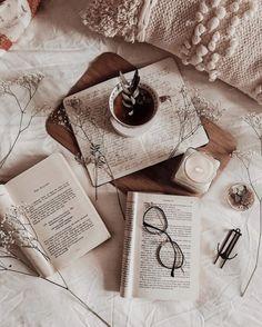 How I Edit My Bookstagram Photos Cozy Aesthetic, Autumn Aesthetic, Brown Aesthetic, Aesthetic Vintage, Aesthetic Photo, Aesthetic Pictures, Flat Lay Photography, Coffee Photography, Aesthetic Iphone Wallpaper