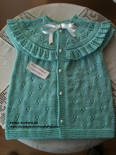 This Pin was discovered by Nur Knitting For Kids, Baby Knitting Patterns, Crochet For Kids, Knit Crochet, Baby Sweaters, Girls Sweaters, Baby Pullover, Knitted Baby Clothes, Baby Vest