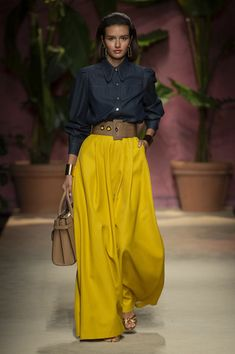 Luisa Spagnoli at Milan Fashion Week Spring 2020 - spring fashion Estilo Fashion, Fashion Mode, Petite Fashion, Look Fashion, Indian Fashion, Runway Fashion, Spring Fashion, Fashion Outfits, Korean Fashion