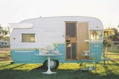 RV And Camping. Great Ideas To Think About Before Your Camping Trip. For many, camping provides a relaxing way to reconnect with the natural world. If camping is something that you want to do, then you need to have some idea Camping Vintage, Retro Camping, Camping Car, Vintage Rv, Vintage Airstream, Camping Ideas, Vintage Vans, Camping Outdoors, Vintage Heart