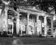 Bibb Graves House, 511 S. McDonough at High St. Old Southern Homes, Southern Plantation Homes, Southern Mansions, Southern Style, Plantation Houses, Southern Charm, Southern Living, Greek Revival Architecture, Southern Architecture