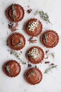 If there was one dessert I know I can always count on to please a crowd at a viewing party- it would without a doubt be homemade chocolate cream pie. There is just something truly magical about putting creamy, velvety smooth chocolate pudding into pie form & these Mini Lindt Chocolate Cream Pies are a …
