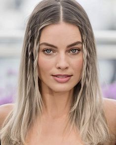 Margot Elise Robbie is an Australian actress and film producer. She has received nominations for an Academy Award and three. Margot Robbie Hair, Margo Robbie, Actress Margot Robbie, Margot Robbie Harley Quinn, Blonde Makeup, Hair Makeup, Margot Robbie Pictures, Sharon Tate, Celebrity Beauty