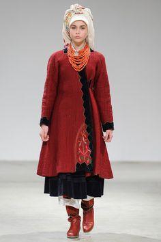 LitkovskayaГлавными тенденциями осенне-зимнего сезона на украинской неделе моды, очевидно, оказались геометрия и авангард: для нас все началось еще с показа Poustovit, который мы увидели самым первым, а теперь та же линия прослеживается в четырех