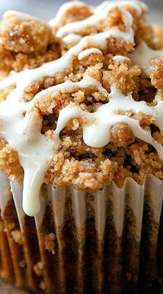 Pumpkin Streusel Muffins – a light, tender pumpkin muffin topped with a buttery, brown sugar, pumpkin spice streusel and an easy vanilla glaze. Streusel Topping For Muffins, Cinnamon Roll Muffins, Pumpkin Spice Muffins, Streusel Cake, Pumpkin Crunch, Best Pumpkin Pie, Sugar Pumpkin, Pumpkin Deserts, Pumpkin Recipes