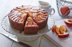 Tortul cu nectarine reprezintă o rețetă delicioasă de tort cu blat răsturnat, pe care îl puteți prepara cu orice ocazie.