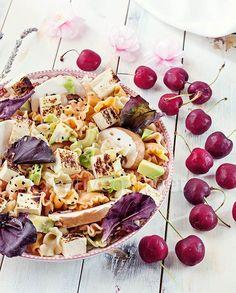 Ensalada de pasta de colores con tofu ahumado y champiñones - CreatiVegan.net