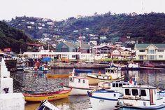 Puerto Montt, Chile - Puerto Montt es una comuna del sur de Chile, capital de la provincia de Llanquihue y de la región de Los Lagos