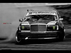 Mercedes Benz w123 TurboDiesel from Hell Burnout & Sideways