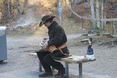 Schloss Neuschwanstein: singer playing traditional Bavarian instrument