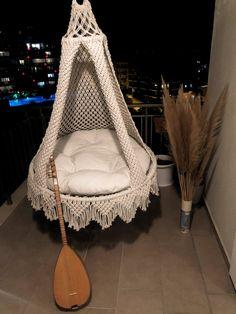 Hanging Cradle, Macrame Hanging Chair, Macrame Wall Hanger, Macrame Chairs, Macrame Wall Hanging Patterns, Macrame Plant Holder, Macrame Art, Macrame Projects, Macrame Patterns
