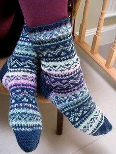 Ravelry: Lavender Basket pattern by Ilga Leja Fair Isle Knitting, Loom Knitting, Knitting Socks, Hand Knitting, Knitting Patterns, Knitting Stitches, Crochet Socks, Knit Mittens, Knitted Hats