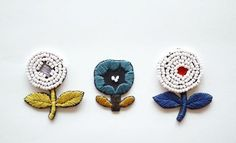Dandelion hand-embroidered beaded brooch - blue - デザイナー ElinaKung - Pinkoi