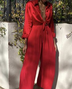 Image uploaded by sündos. Find images and videos about fashion, outfit and style on We Heart It - the app to get lost in what you love. Fashion Killa, Look Fashion, Fashion Outfits, Womens Fashion, Red Wide Leg Trousers, Black Pants, Looks Street Style, Inspiration Mode, Looks Cool