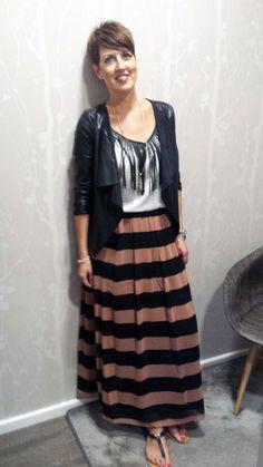 Outfit der Woche! Rock: Maison Scotch - Top mit Fransen: Eleven Paris - Jacke in Lederoptik: Tom Tailor Denim #ootw #fashion