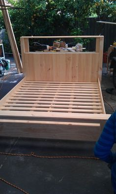 DIY bed frames and headboards free tutorials awesome designs, great site with links to the designs and tutorials.