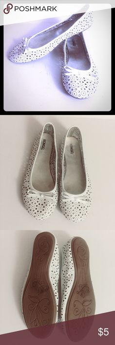White patterned flats White Bongo flats with a very cute cut-out pattern. Worn a few times. Minor wear on bottom. Shoes Flats & Loafers
