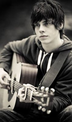 Is this the UK's version of Justin Bieber? Check out Jake Bugg..!