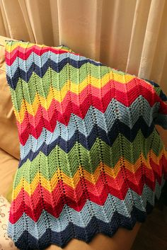 Zig-zag baby blanket. (With instructions) - I love that this is knitted rather than crocheted