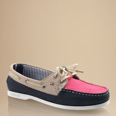Turn heads with this boat shoe. Soft, luxurious leather with raised topstitching around the toe cap. Eye-catching multicoloured design for a fashion-forward, preppy style. Authentic boat shoe design with leather laces at the front and sides. Embroidered Tommy Hilfiger logo flag on the outside. Signature ribbon inside the heel at the striped cotton lining. Logo stamp on the leather sock lining. Rubber outsole. Enjoy comfort and ultimate prep when you wear this shoe by the shore or in the…
