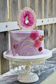 Purple Geode Cake with Flowers Fancy Cakes, Cute Cakes, Mini Cakes, Cupcake Cakes, Pretty Cakes, Isomalt, Geode Cake, Crystal Cake, Marble Cake