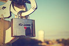 lock heart love -  lock heart love free stock photo Dimensions:3000 x 2000 Size:5.16 MB  - http://www.welovesolo.com/lock-heart-love/