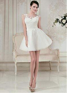 Lovely Tulle Jewel Neckline A-line Wedding Dresses with Lace Appliques