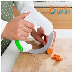 360 Scrolling Round Kitchen Knife Multifunction Stainless Steel Creative Pizza Knife Easy Clean and Not Easy To Rust Wheel Knife Vegetable Chopper, Vegetable Slicer, Kitchen Tools And Gadgets, Cooking Gadgets, Creative Pizza, Round Kitchen, Types Of Fruit, Great Inventions, Kitchen Knives