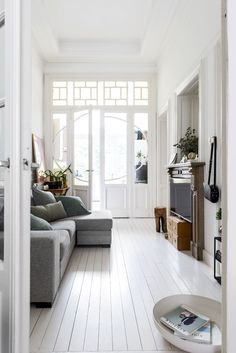 News and Trends from Best Interior Designers Arround the World Living Room White, Small Living Rooms, Living Room Modern, Home And Living, White Wood Floors, White Walls, White Wall Lights, Living Room Flooring, Art Nouveau