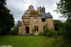 Villa Frankenstein (D) August 2014 abandoned villa in the former East Germany DDR urbex decay Photo by: Jascha Hoste