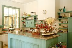 The Shades of Spring Cocina Shabby Chic, Kitchen Decor, Kitchen Ideas, Kitchen Cabinets, New Homes, Cottage, Furniture, Home Decor, Rustic Kitchens