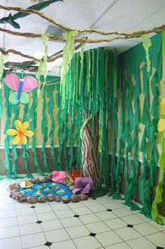 ((Have Dino hiding behind vines)) VBS crafts at Shady Grove. Cut cheapo plastic green table cloths to make vines. Rainforest Classroom, Jungle Theme Classroom, Classroom Themes, Safari Party, Safari Theme, Jungle Decorations, Map Decorations, Deco Jungle, Jungle Safari