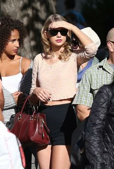 She's being blinded by her own beauty, obviously. lol that girls face next to her