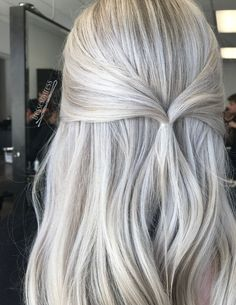 (Except I& a hairstylist so I work Saturday ☹️lol) Here& a pic of yesterday& sans !(Except I& a hairstylist so I work Saturday ☹️lol) Here& a pic of yesterday& sans Silver Blonde, Icy Blonde, Platinum Blonde Hair, White Blonde Highlights, Brassy Blonde, Hair Color And Cut, Cool Hair Color, Hair Colors, Gorgeous Hair
