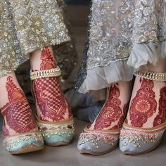 Dreamy crystals and color palettes to complement your bridal and formal outfits. Get free jutti consultation for your big day. Book your… Indian Henna Designs, Mehndi Designs Feet, Legs Mehndi Design, Beautiful Mehndi Design, Bridal Mehndi Designs, Bridal Henna, Anklet Designs, Wedding Mehndi, Wedding Lingerie