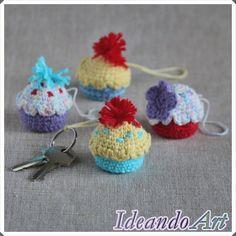 Cupcakes amigurumi en crochet personalizados para colgar, de llavero... Los puedes adquirir en el blog por solo 5€ :-) by IdeandoArt