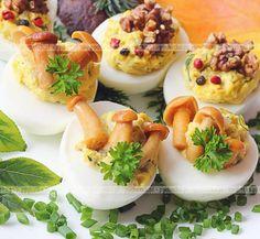 Jajka faszerowane z grzybami i rybą?   Wyglądają rewelacyjnie!