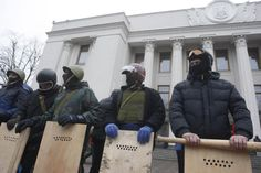 Anti-government protesters stand guard in front of the parliament building in Kiev on February 22, 2014. UPI/Ivan Vakolenko ▼27Feb2014 UPI Ukraine to swallow bitter pill, initiate reforms for financial assistance http://www.upi.com/Business_News/2014/02/27/Ukraine-to-swallow-bitter-pill-initiate-reforms-for-financial-assistance/7801393528460/?spt=sec&or=bn #ukraine #ucrania #Kiev