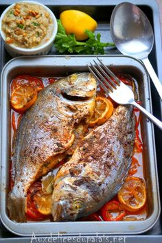 Baked sea bream in Lebanese style - Recettes Ramadan 2020 Ramadhan recipes - Meat Recipes Fish Recipes, Meat Recipes, Seafood Recipes, Healthy Recipes, Fish Dishes, Seafood Dishes, Clean Eating, Middle Eastern Dishes, Egyptian Food