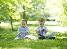 Burchett Books and Mckinley Park with the twins? Twin Baby Photos, Twin Pictures, Toddler Pictures, Fall Family Pictures, Toddler Portraits, Toddler Poses, Toddler Twins, Twin Toddler Photography, Family Photography