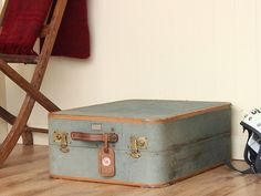 Ladys Travel Wardrobe Suitcase by Taycall Thumbnail Vintage Trunks, Vintage Suitcases, Old Luggage, Berry Lipstick, Travel Wardrobe, Architectural Salvage, Leather Accessories, Hogwarts, Diy Home Decor