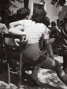 2000 Light Years From Home - casadabiqueira: Paris Herbert List, 1937 Modern Photography, Vintage Photography, Couple Photography, Black And White Photography, Street Photography, Photography Ideas, Herbert List, Oscar Wilde, Black And White Couples