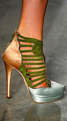 Aquilano Rimondi ~ I would have nothing to wear with this, but what a beautiful shoe!