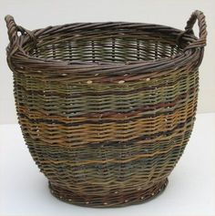 Simple Willow Baskets by Joe Hogan - Remodelista Willow Weaving, Basket Weaving, Bamboo Weaving, Basket Willow, Making Baskets, Traditional Baskets, Irish Traditions, Weaving Art, Weaving Projects