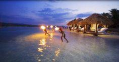Si deseas disfrutar de una luna de miel inolvidable, el mejor lugar para poder hacerlo en la Polinesia Francesa. Un lugar conocido por su exótica naturaleza, con bellos paisajes y playas de ensueño.    Estos lugares además de ofrecer un paisaje inolvidable, ofrecen servicios de lujo y diversas actividades para pasar unas vacaciones perfectas al lado de tu ser amado.
